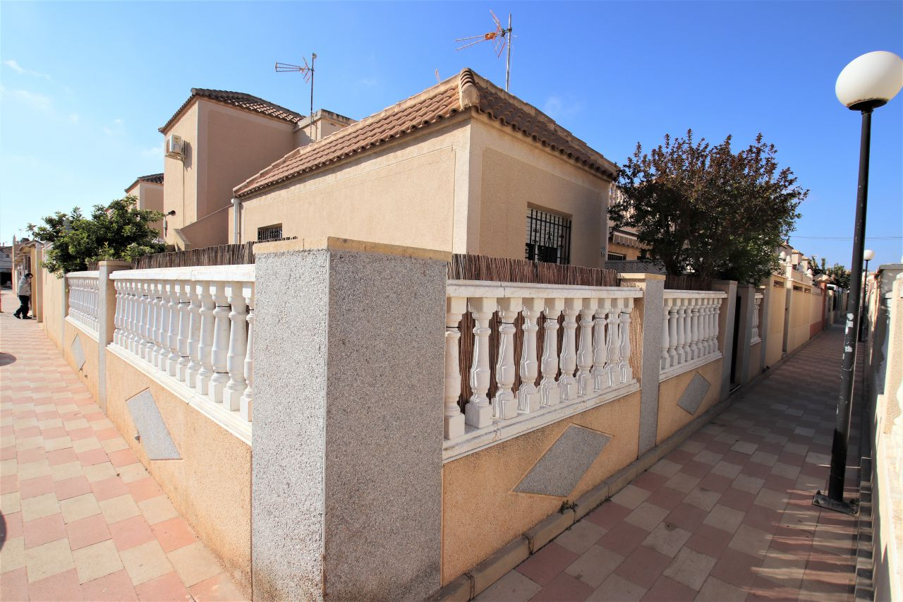 2 Bedrooms Corner Townhouse For Sale in Torrevieja - Carrefour