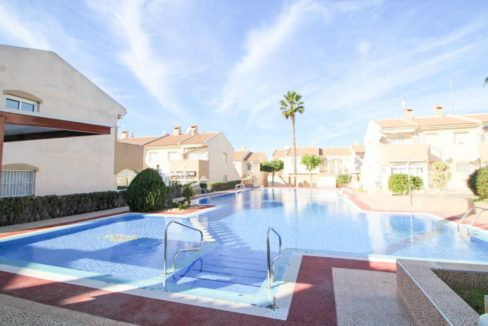 2 Bedrooms Property with 2 Terraces and Community Pool For Sale- Torrevieja