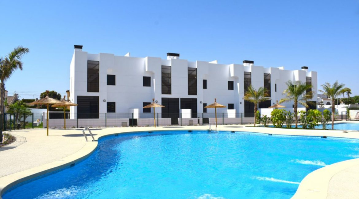 2 Bedrooms Bungalow with Private Solarium For Sale in Mil Palmeras (1)