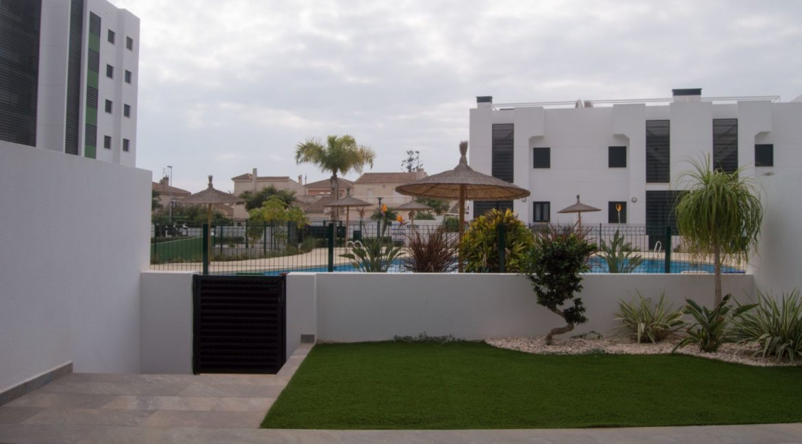 2 Bedrooms Bungalow with Private Solarium For Sale in Mil Palmeras (11)