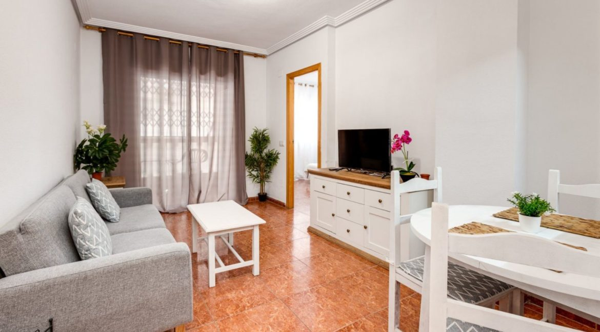 1 Bedroom Renovated Apartment close to the Beach - Torrevieja (2)
