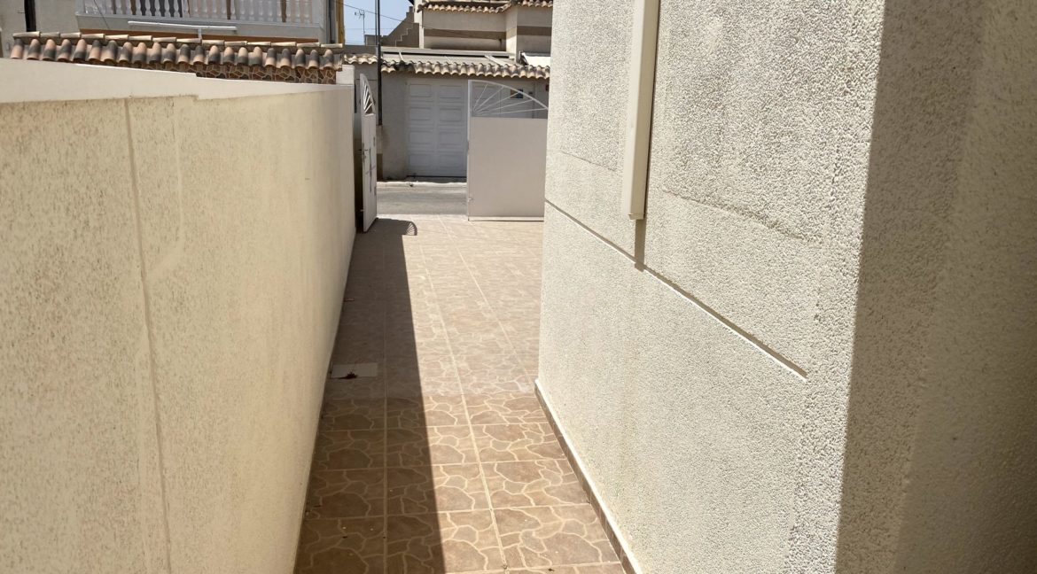 3 Bedrooms Bungalow with Private Solarium For Sale in El Limonar - Torrevieja (19)