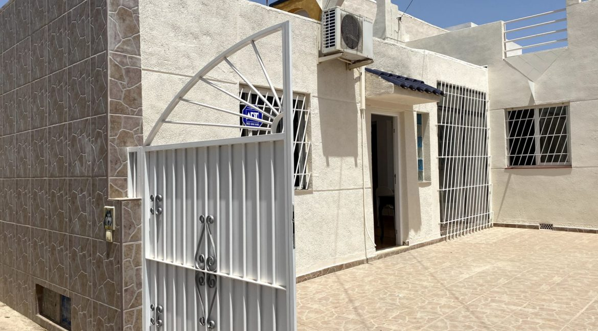 3 Bedrooms Bungalow with Private Solarium For Sale in El Limonar - Torrevieja (3)