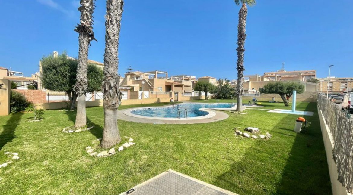 2 Bedrooms Ground Floor Bungalow with Swimming Pool - Torrevieja (28)