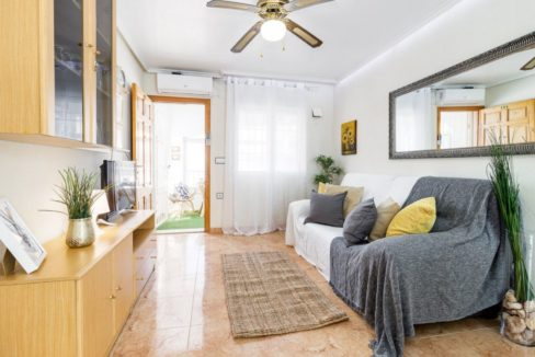 2 Bedrooms Upstairs Bungalow with Pool For Sale in Torrevieja (12)