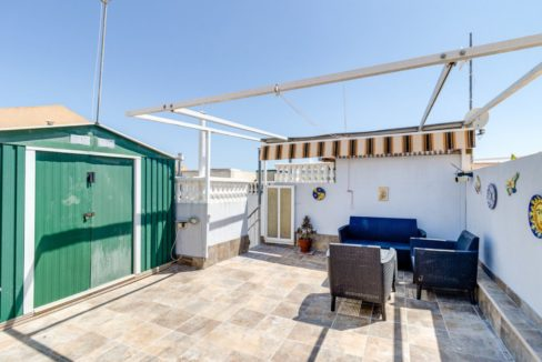 2 Bedrooms Upstairs Bungalow with Pool For Sale in Torrevieja (14)