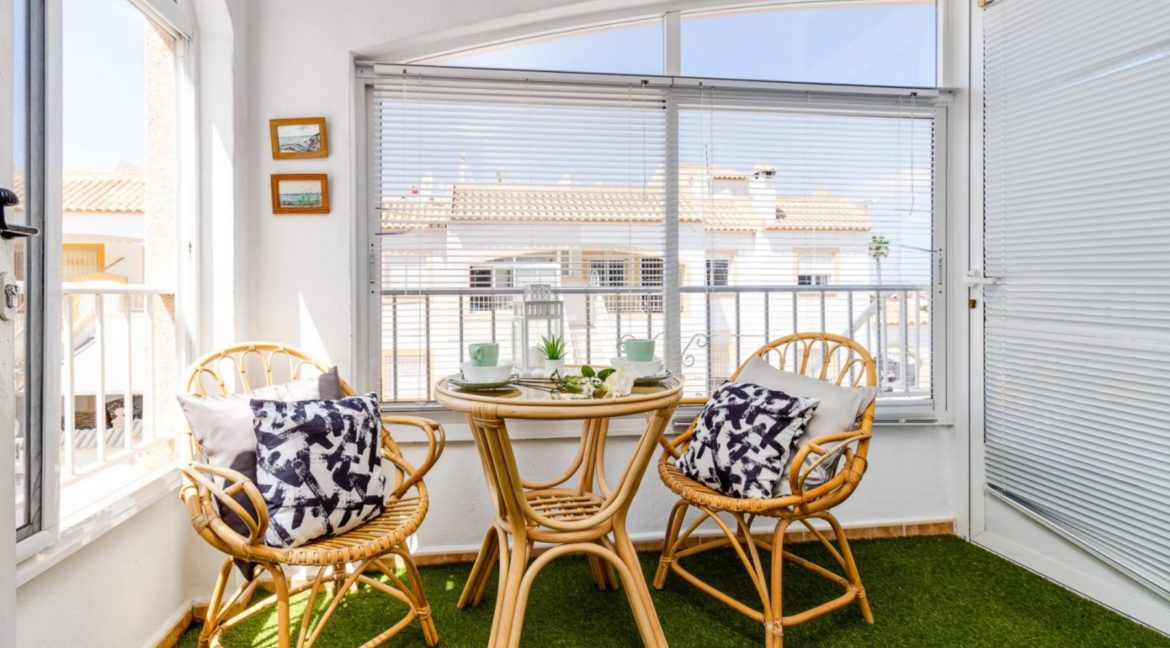 2 Bedrooms Upstairs Bungalow with Pool For Sale in Torrevieja (2)