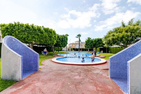 2 Bedrooms Upstairs Bungalow with Pool For Sale in Torrevieja (23)