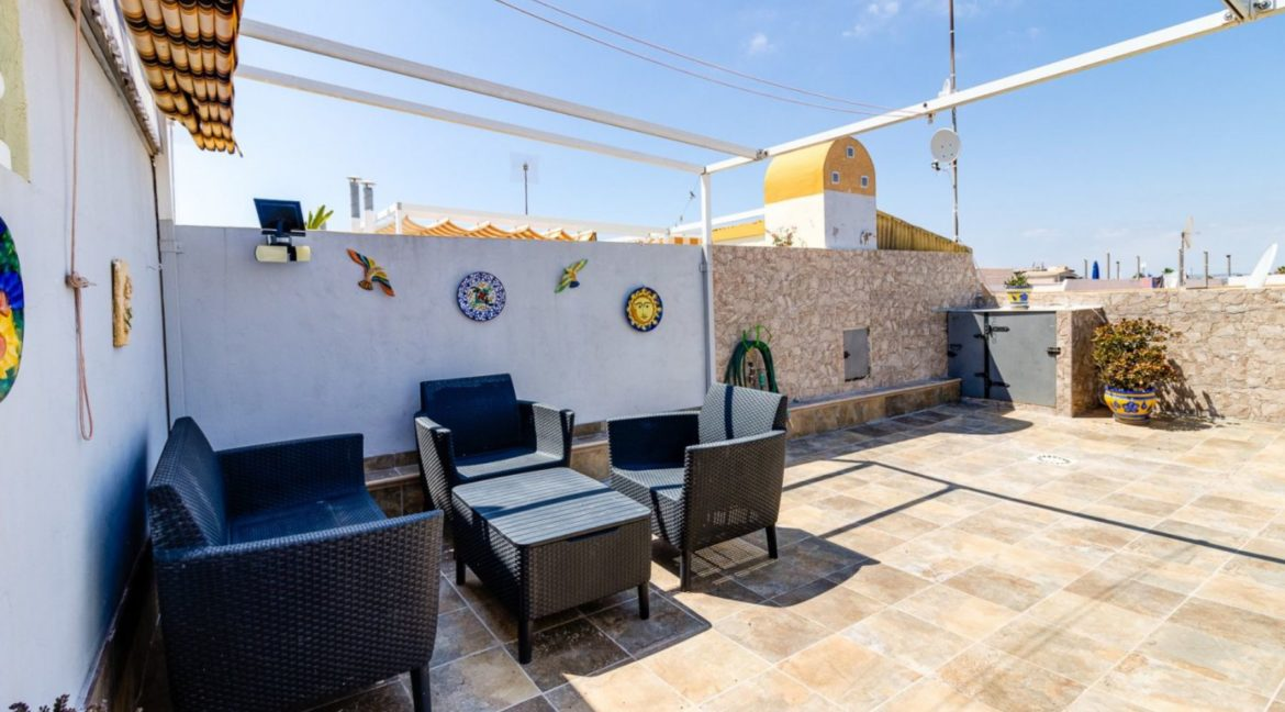 2 Bedrooms Upstairs Bungalow with Pool For Sale in Torrevieja (3)