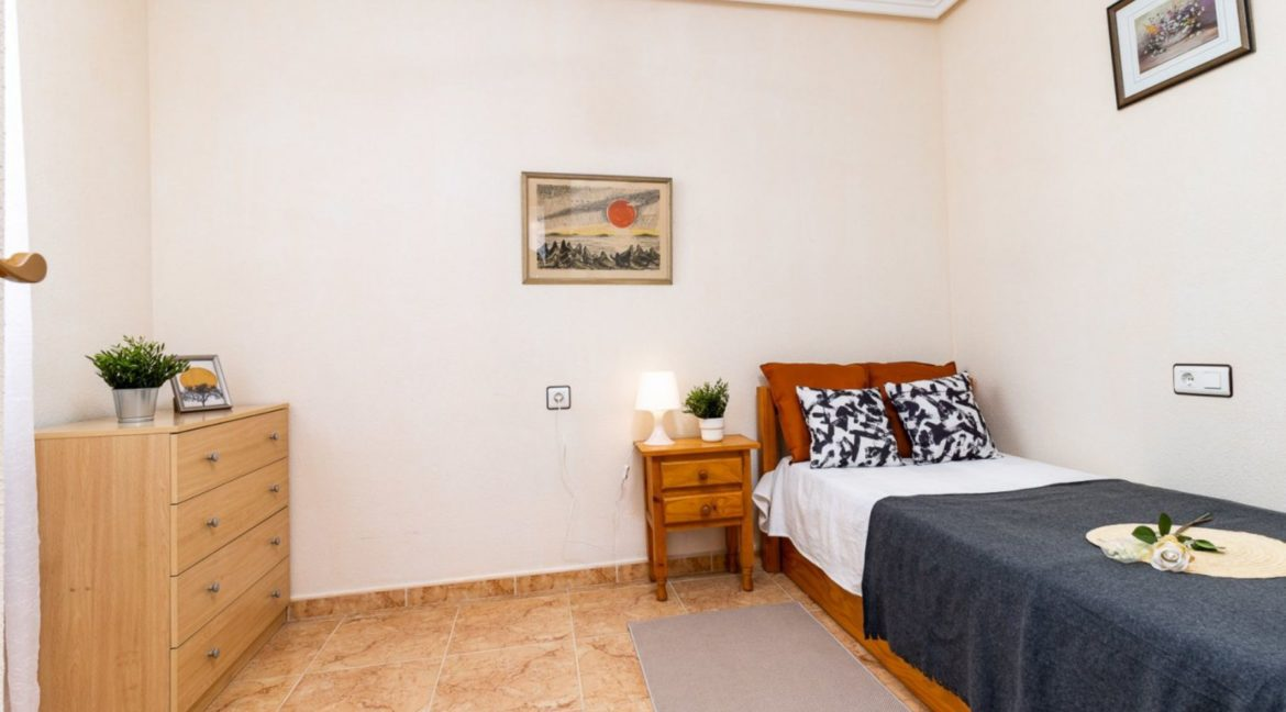 2 Bedrooms Upstairs Bungalow with Pool For Sale in Torrevieja (9)