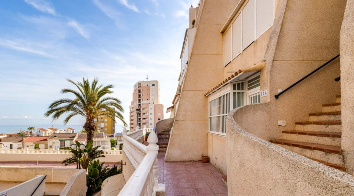2 Bedrooms and 2 Bathrooms Apartment For Sale with Sea View in Torrevieja (13)