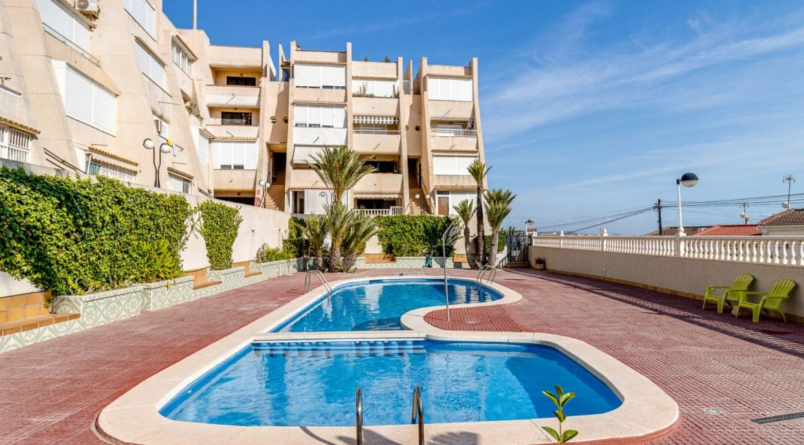 2 Bedrooms and 2 Bathrooms Apartment For Sale with Sea View in Torrevieja (18)