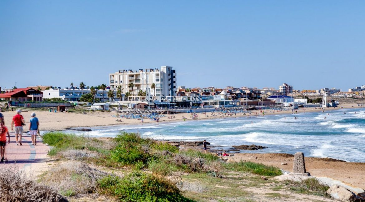 2 Bedrooms and 2 Bathrooms Apartment For Sale with Sea View in Torrevieja (2)