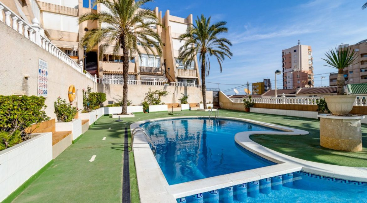 2 Bedrooms and 2 Bathrooms Apartment For Sale with Sea View in Torrevieja (20)