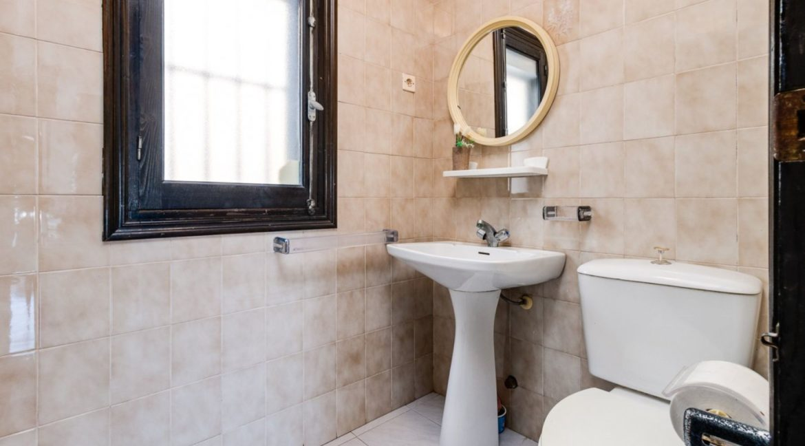 2 Bedrooms and 2 Bathrooms Apartment For Sale with Sea View in Torrevieja (25)