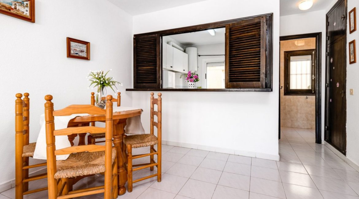 2 Bedrooms and 2 Bathrooms Apartment For Sale with Sea View in Torrevieja (30)