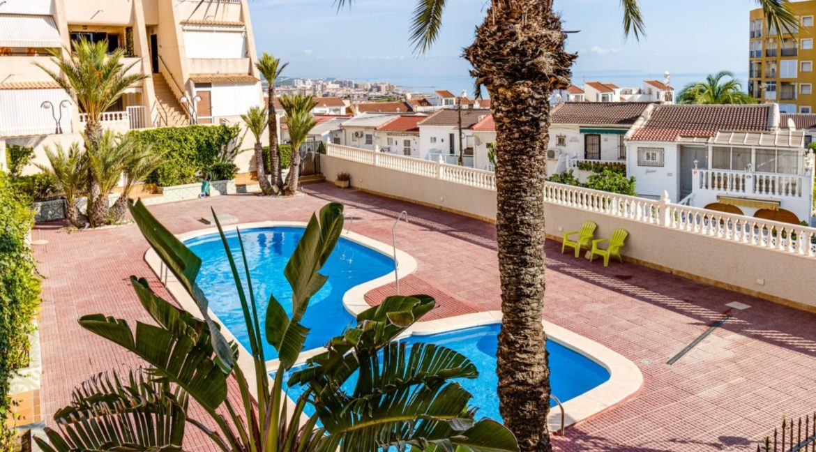 2 Bedrooms and 2 Bathrooms Apartment For Sale with Sea View in Torrevieja (4)