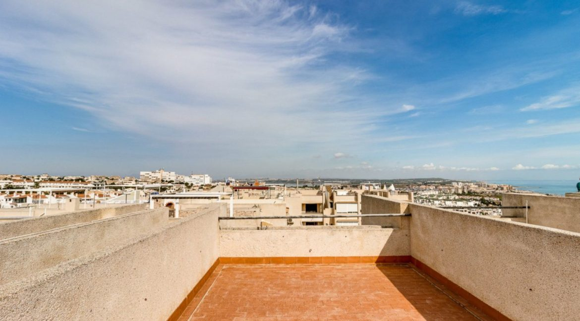 2 Bedrooms and 2 Bathrooms Apartment For Sale with Sea View in Torrevieja (40)