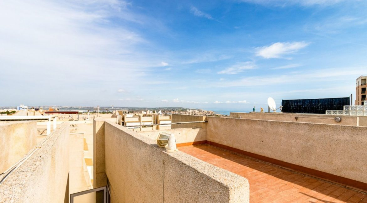 2 Bedrooms and 2 Bathrooms Apartment For Sale with Sea View in Torrevieja (41)