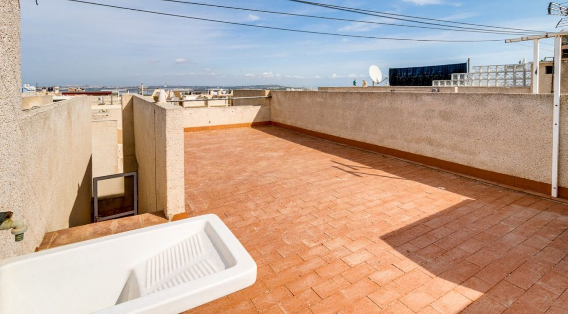 2 Bedrooms and 2 Bathrooms Apartment For Sale with Sea View in Torrevieja (42)