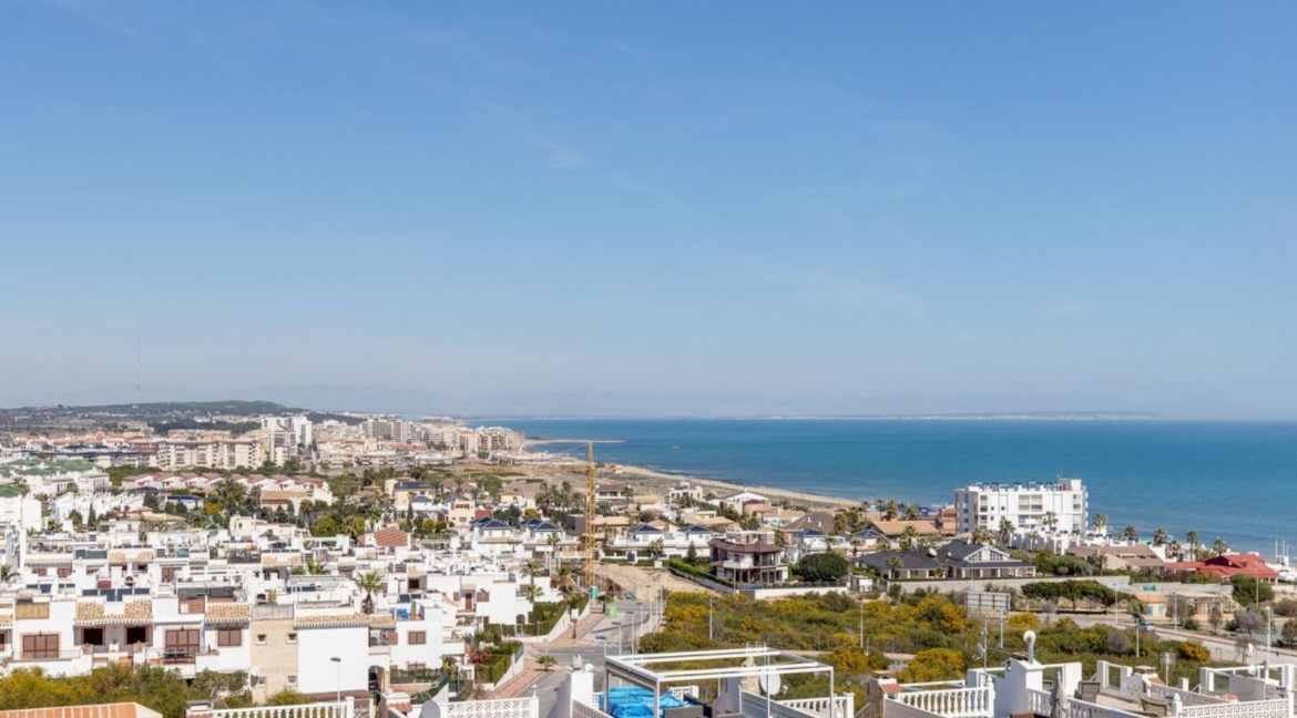 2 Bedrooms and 2 Bathrooms Apartment For Sale with Sea View in Torrevieja (46)
