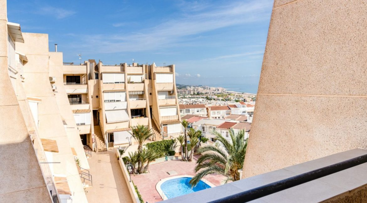 2 Bedrooms and 2 Bathrooms Apartment For Sale with Sea View in Torrevieja (5)