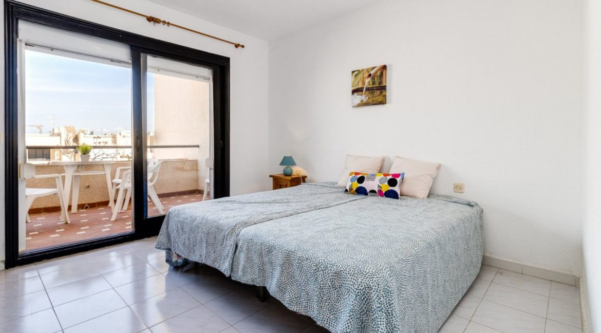 2 Bedrooms and 2 Bathrooms Apartment For Sale with Sea View in Torrevieja (9)