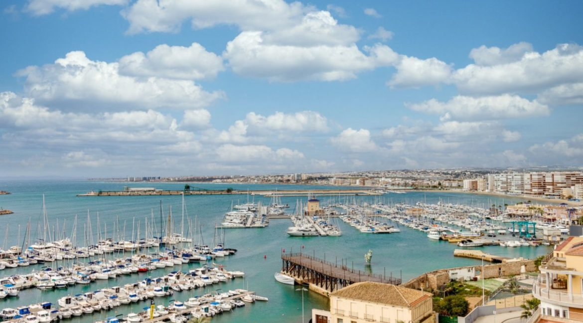 3 Bedrooms Apartment For Sale Close to the Services in Torrevieja (1)