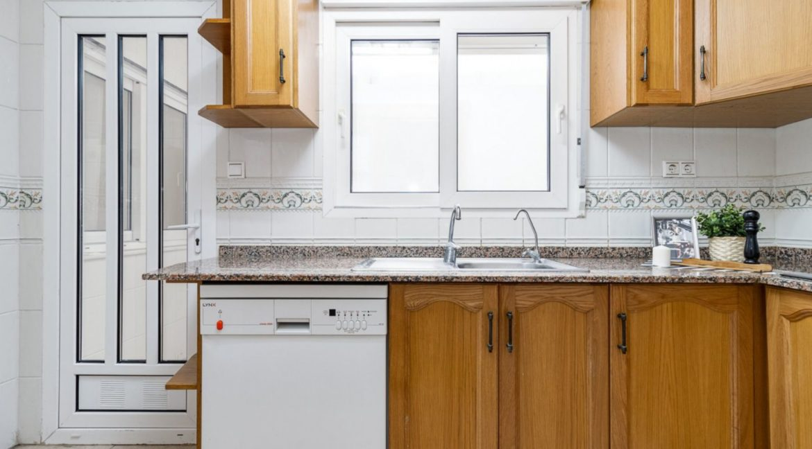 3 Bedrooms Apartment For Sale Close to the Services in Torrevieja (20)