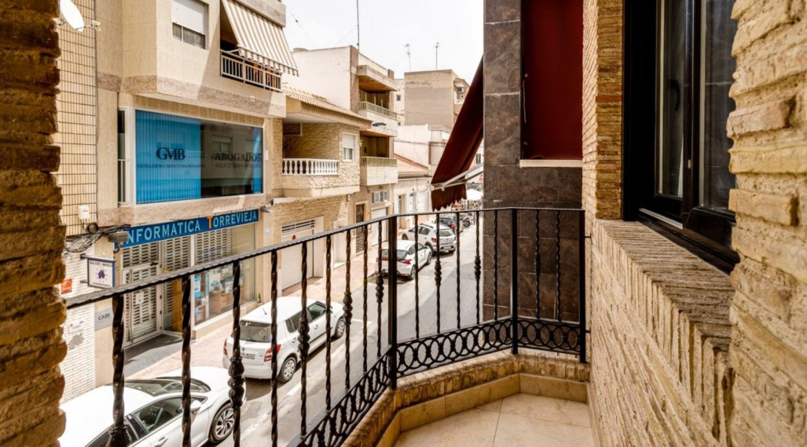 3 Bedrooms Apartment For Sale Close to the Services in Torrevieja (30)
