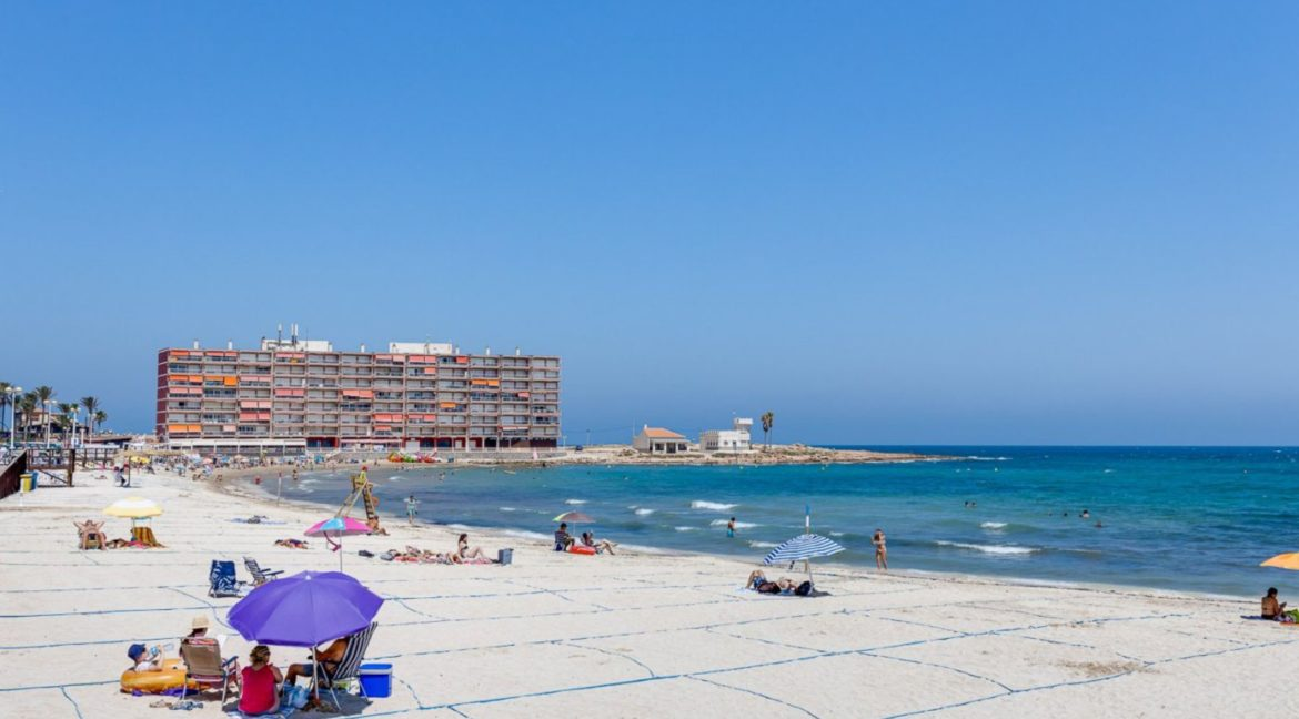 3 Bedrooms Apartment For Sale Close to the Services in Torrevieja (33)