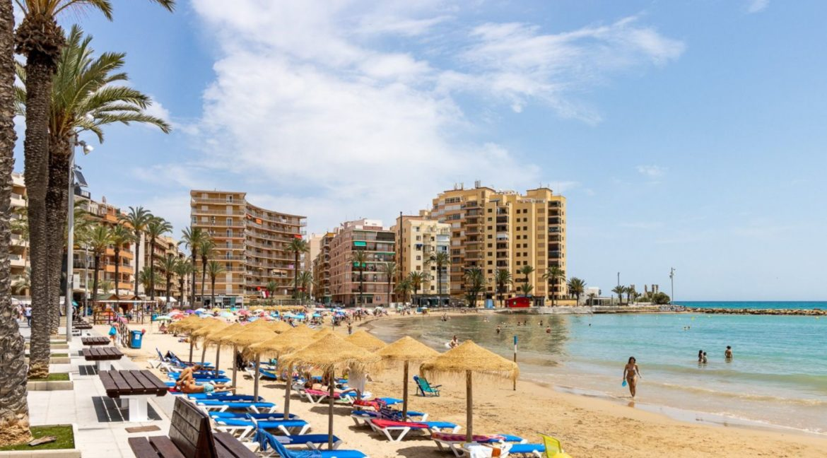 3 Bedrooms Apartment For Sale Close to the Services in Torrevieja (34)