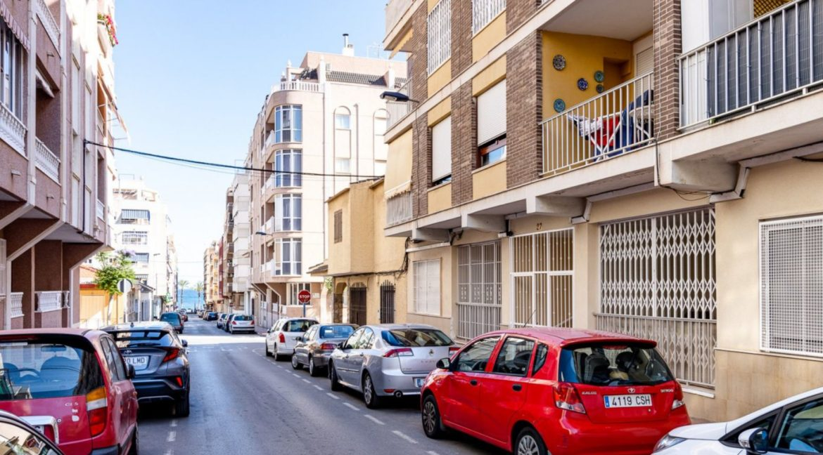 3 Bedrooms Apartment Just 200 Meters from The Beach and Sea Views (31)