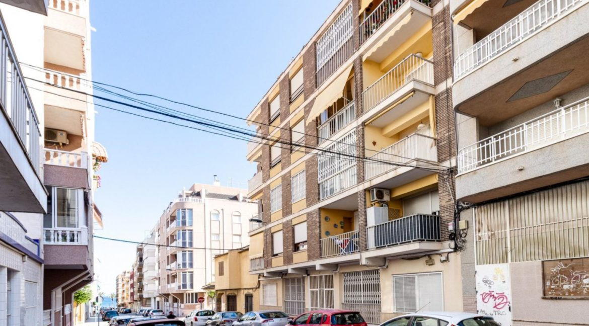 3 Bedrooms Apartment Just 200 Meters from The Beach and Sea Views (35)