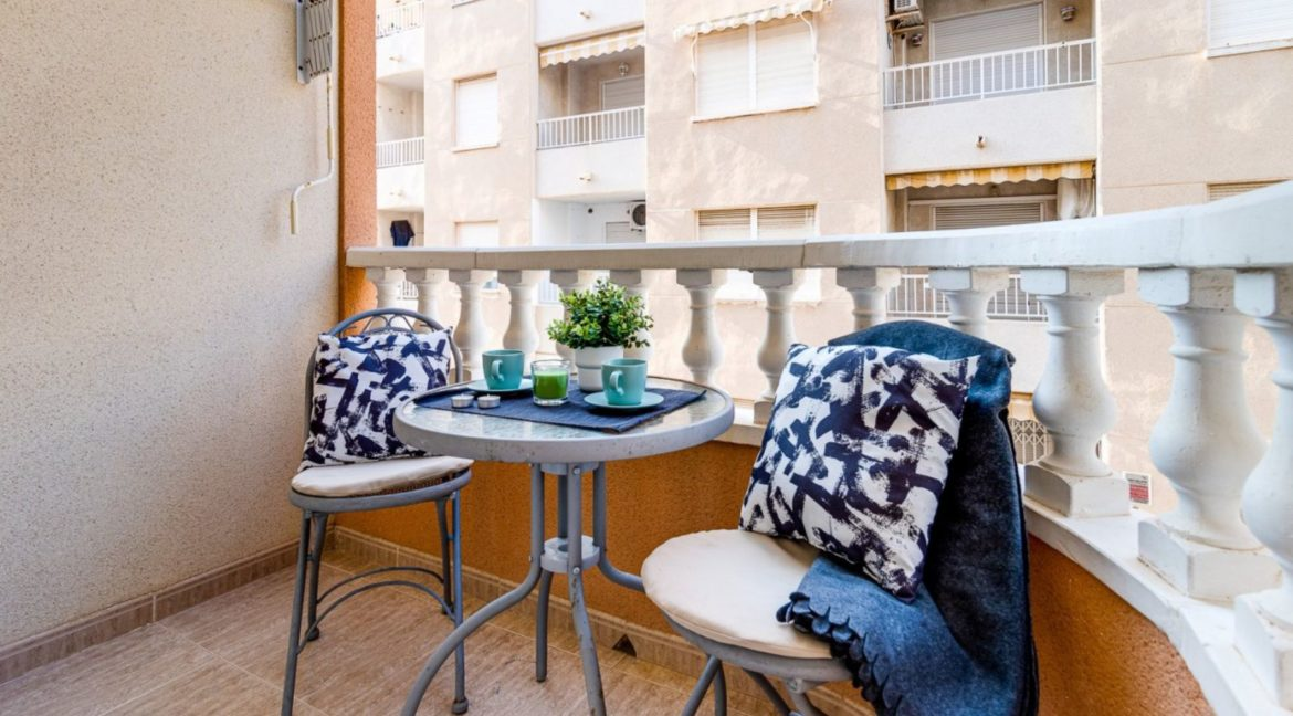 2 Bedrooms Apartment Just 200 meters from Los Locos Beach For Sale - Torrevieja (11)