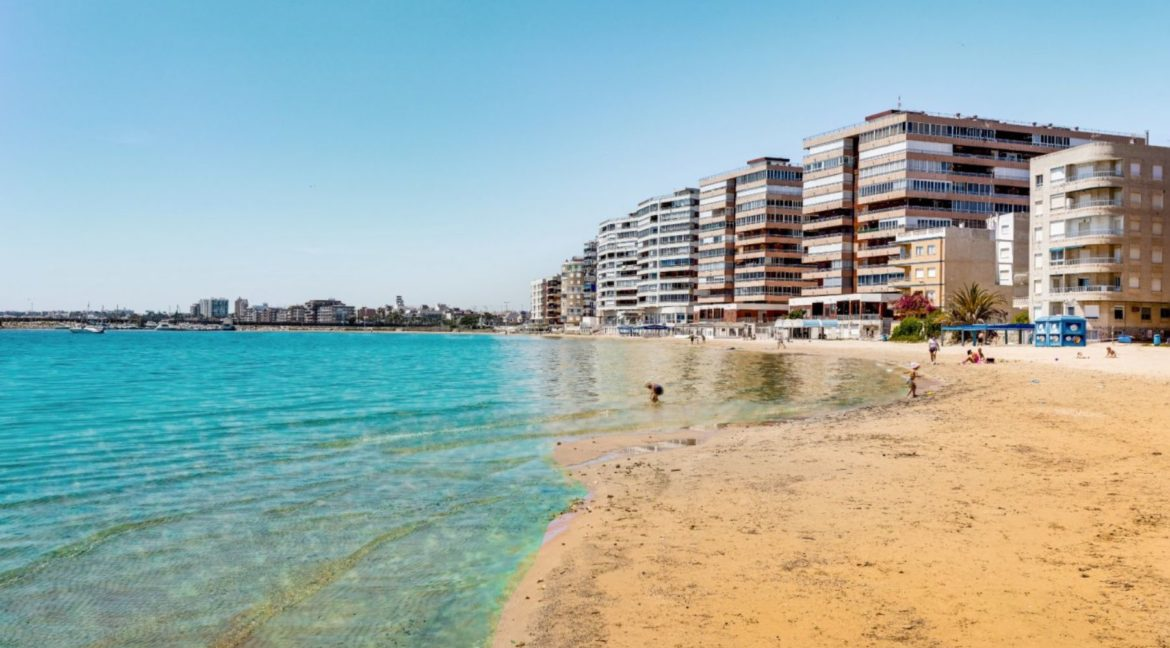 3 Bedrooms Apartment For Sale on The beachfront in Torrevieja (1)