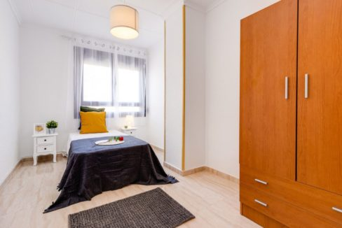 3 Bedrooms Apartment For Sale on The beachfront in Torrevieja (12)