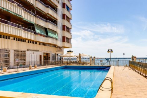 3 Bedrooms Apartment For Sale on The beachfront in Torrevieja (13)