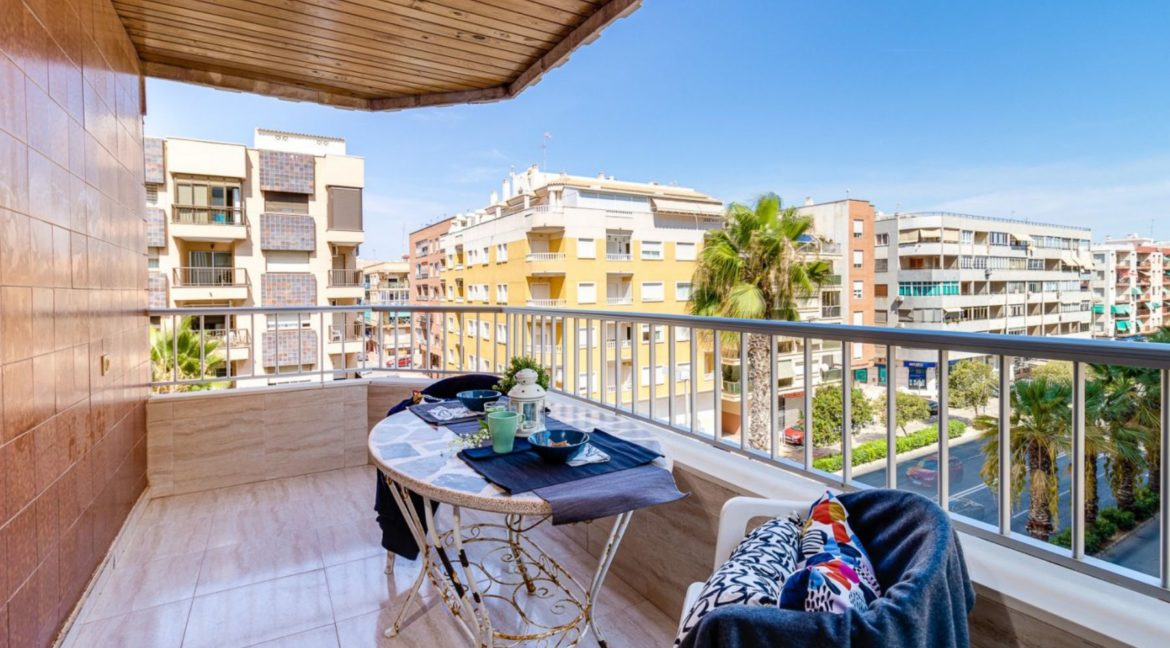 3 Bedrooms Apartment For Sale on The beachfront in Torrevieja (15)