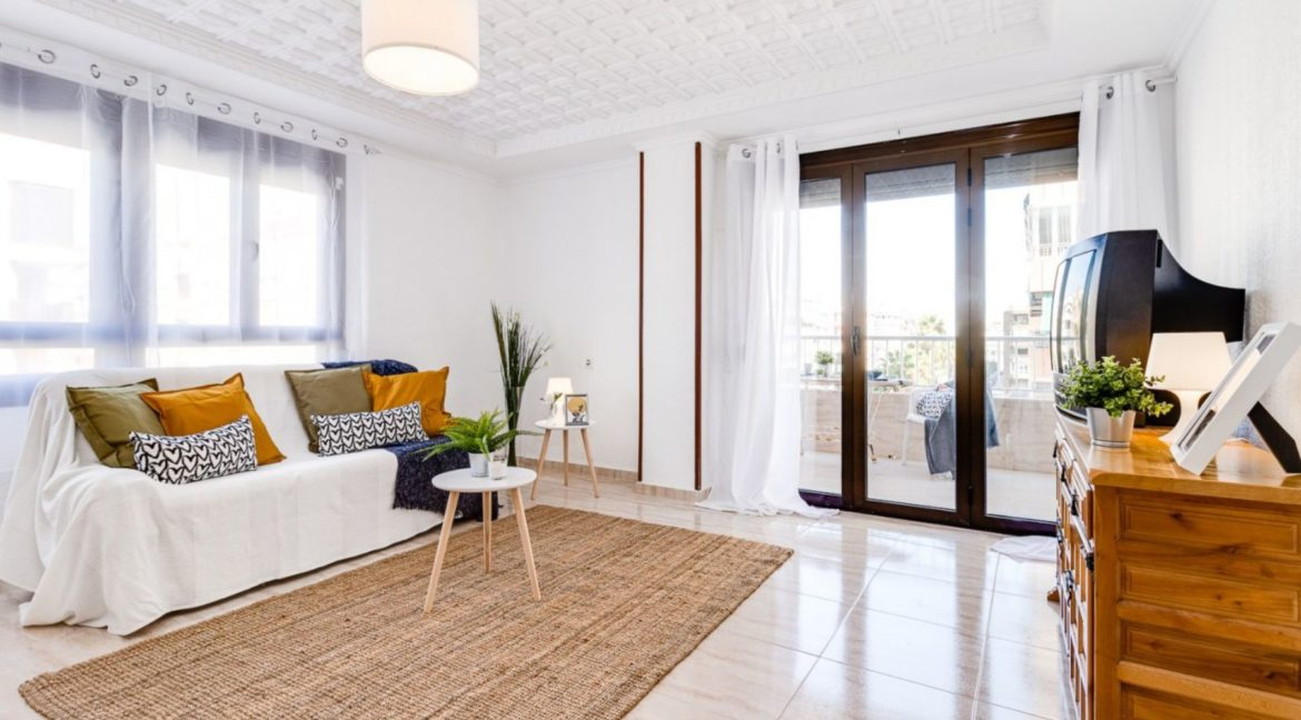 3 Bedrooms Apartment For Sale on The beachfront in Torrevieja (17)