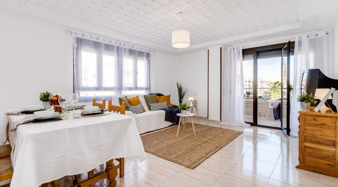 3 Bedrooms Apartment For Sale on The beachfront in Torrevieja (18)