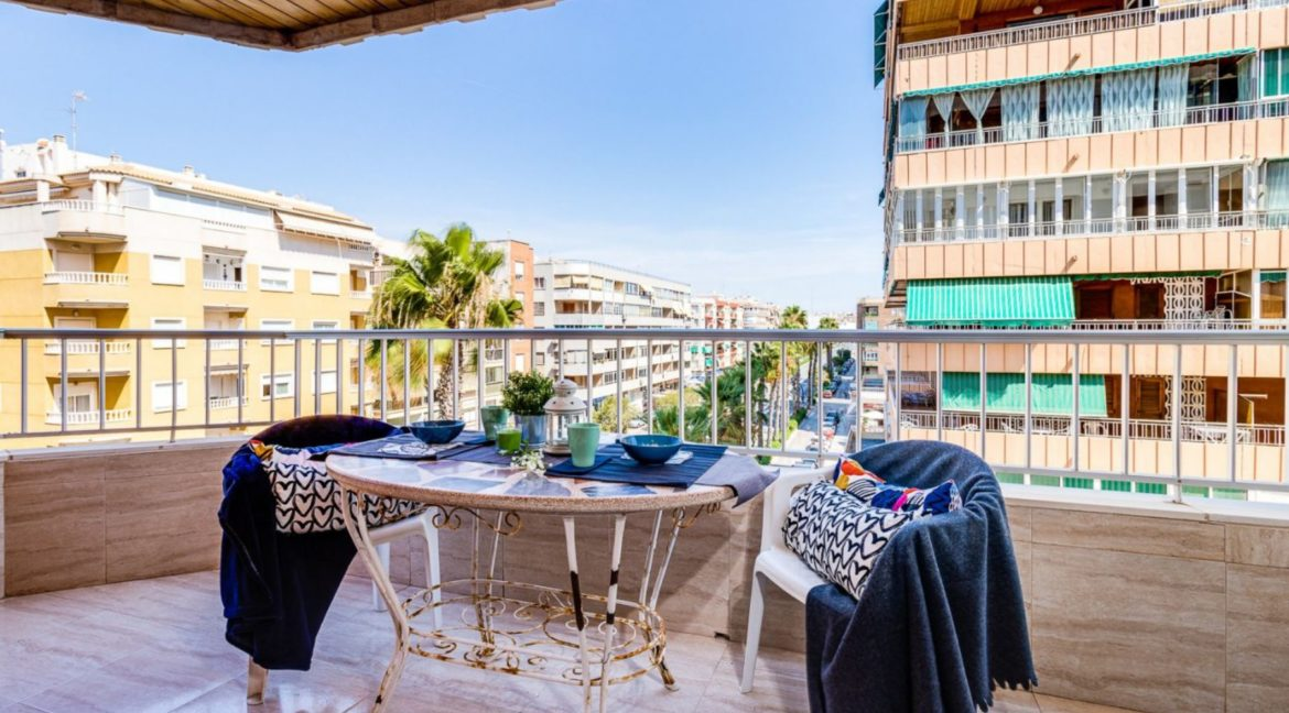 3 Bedrooms Apartment For Sale on The beachfront in Torrevieja (2)