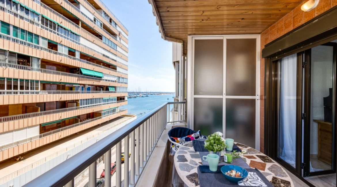 3 Bedrooms Apartment For Sale on The beachfront in Torrevieja (3)
