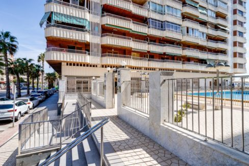 3 Bedrooms Apartment For Sale on The beachfront in Torrevieja (32)