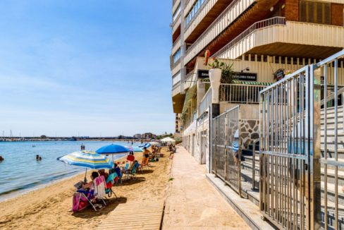 3 Bedrooms Apartment For Sale on The beachfront in Torrevieja (33)