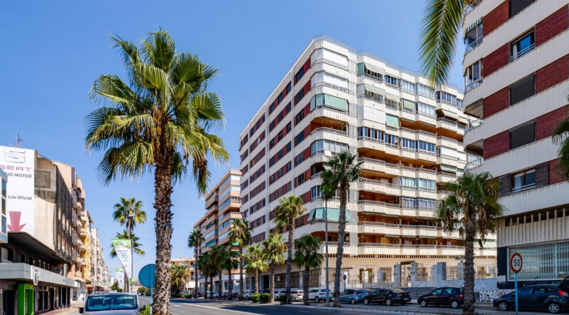 3 Bedrooms Apartment For Sale on The beachfront in Torrevieja (34)