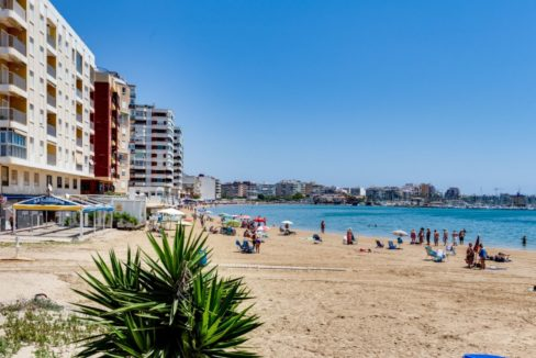 3 Bedrooms Apartment For Sale on The beachfront in Torrevieja (35)