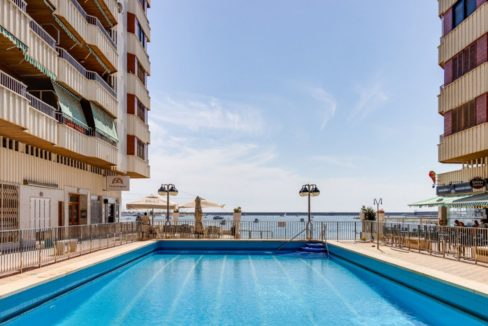 3 Bedrooms Apartment For Sale on The beachfront in Torrevieja (6)