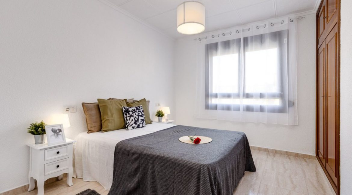 3 Bedrooms Apartment For Sale on The beachfront in Torrevieja (7)