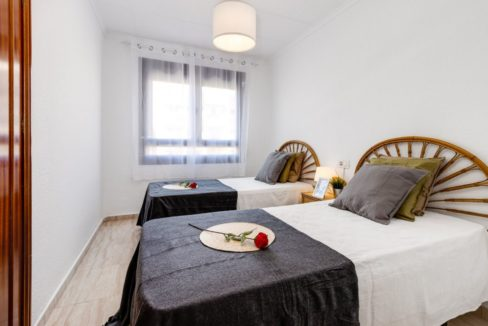 3 Bedrooms Apartment For Sale on The beachfront in Torrevieja (8)